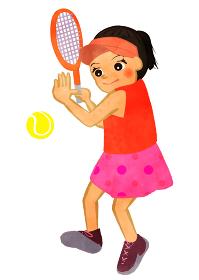 テニス少女 ラケットでテニスボールを打つ場面 アジア人バージョン