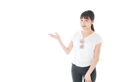 指を指す女性・リゾートイメージ