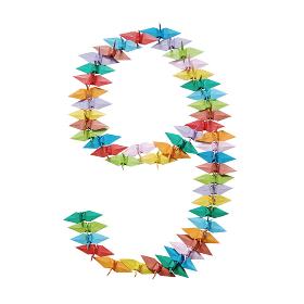 折り紙を並べて作った白バックの数字の9