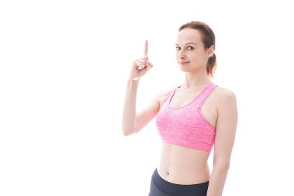 アドバイスをするスポーツウェアを着た若い女性