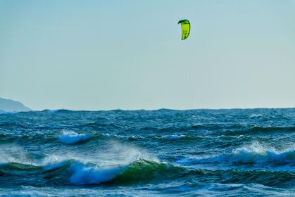 岩屋海岸の風と波の風景