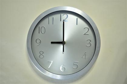 壁掛け時計 9:00
