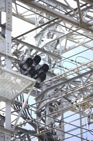 鉄道の送電線鉄塔