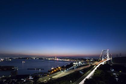 関門橋と関門海峡の夜景 北九州市めかり公園展望台より