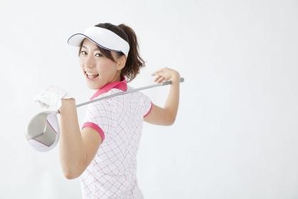 ゴルフクラブを持つ女性