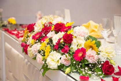 結婚披露宴会場のテーブル装花
