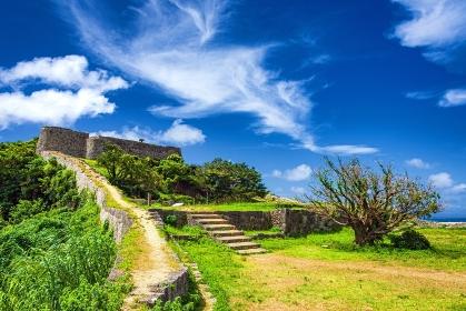 沖縄県・沖縄本島 夏の勝連城跡の風景
