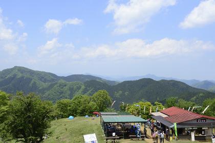 陣馬山・山頂の高原風景(日本・東京都・神奈川県)