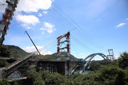 建設中の鉄橋