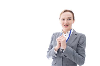 大笑いをするスーツを着たビジネスウーマン