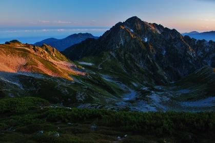 夜明けの北アルプス 剱岳