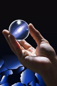 宇宙が写った球体