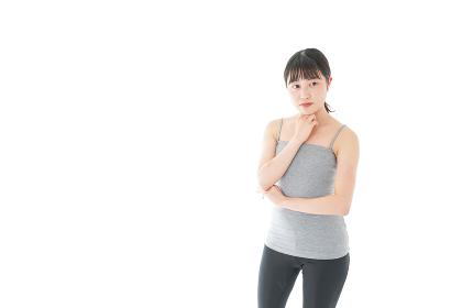 体型に悩む若い女性