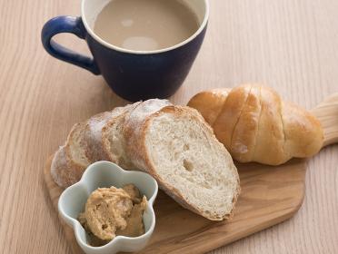 朝食 パン カフェオレ