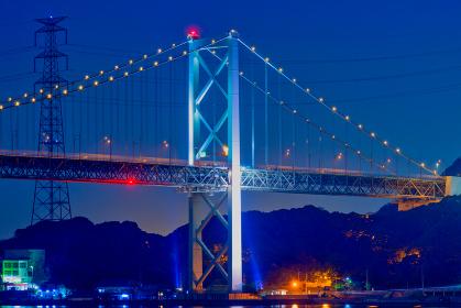 下関の観光地から眺める関門海峡と関門橋の夜景