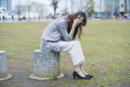 ストレスを抱えるビジネスウーマン