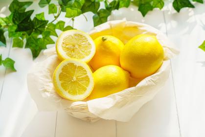 籠に盛られたレモン