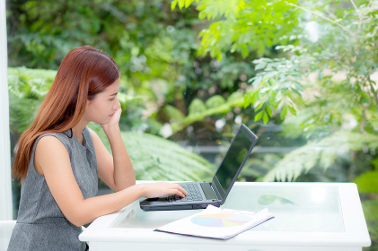 Beautiful of portrait asian young woman working online on laptop