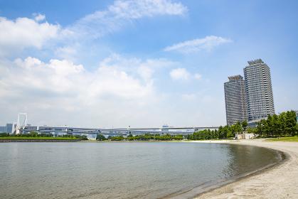 東京・お台場のビーチと東京湾
