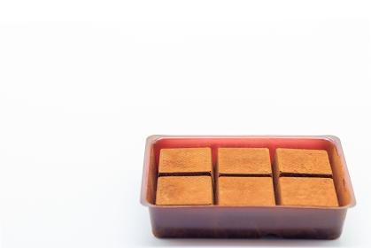容器に並べられた生チョコレート