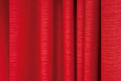 たわみのある赤色のドレープカーテンの背景画像