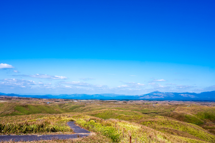 秋の大観峰から見るくじゅう連山と草原