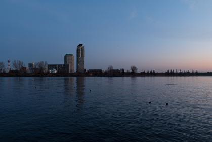 夜明けの荒川の風景 12月