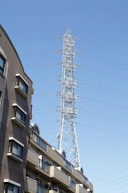 鉄塔とマンション