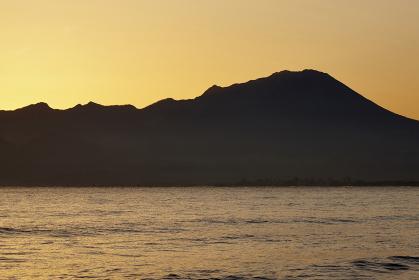 弓ヶ浜から望む大山の夜明け