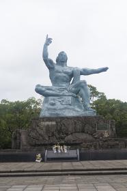 平和公園の平和祈念像