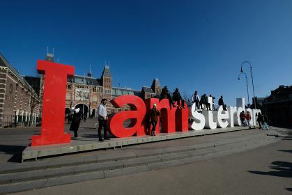 オランダ、アムステルダムの名所と観光客