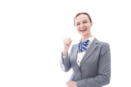 ガッツポーズをする制服を着た留学生