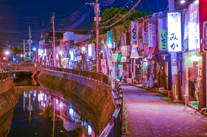 折尾駅堀川運河沿いの飲食店街【福岡県】
