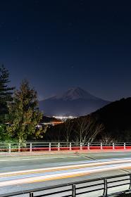山梨県河口湖町の富士見橋展望台と富士山