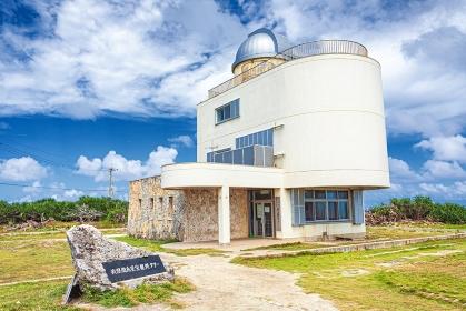 沖縄県・波照間島 夏の星空観測タワーの風景