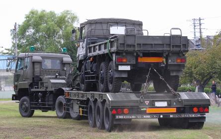 陸上自衛隊の73式特大型セミトレーラ