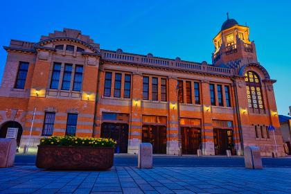 北九州市の有名な観光地門司港レトロ地区の美しい夕暮れ