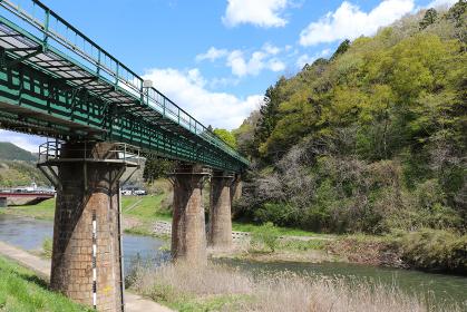 砂鉄川と鉄道橋(岩手県一関市)