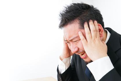 ストレスを抱えるビジネスマン