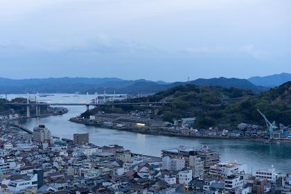 夕方の海辺の都市風景(日本・広島・尾道)