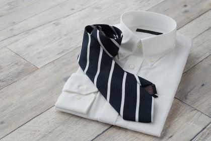 白シャツとネクタイ