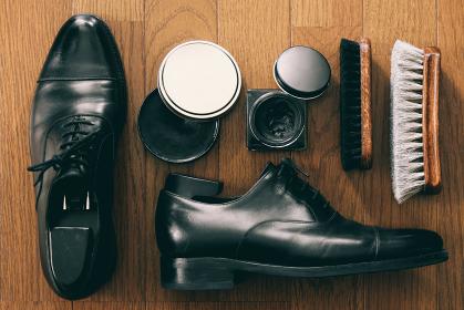 革靴磨きの道具と紳士靴