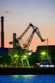 北九州工業地帯の美しい工場の夕暮れ