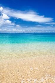 沖縄県・宮城島 夏のトナハンビーチの風景