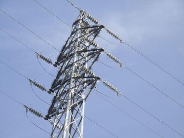 野鳥除け器具が設置された高圧鉄塔