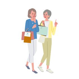 買い物をするシニアの女性