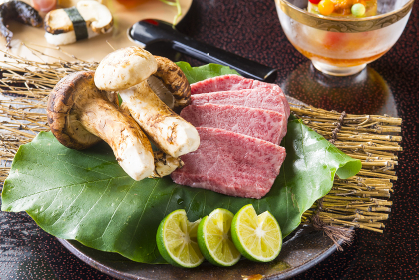 日本産松茸と高級和牛イメージ