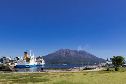 ウォーターフロントパークから見た桜島の風景 鹿児島県鹿児島市