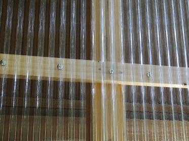 軒下の採光用の透明ビニールトタン