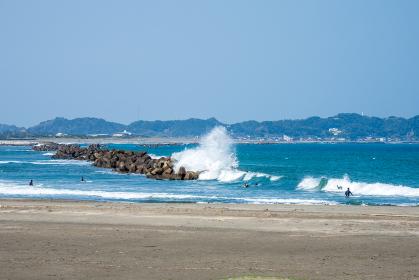 波の高い大原海岸 千葉県いすみ市